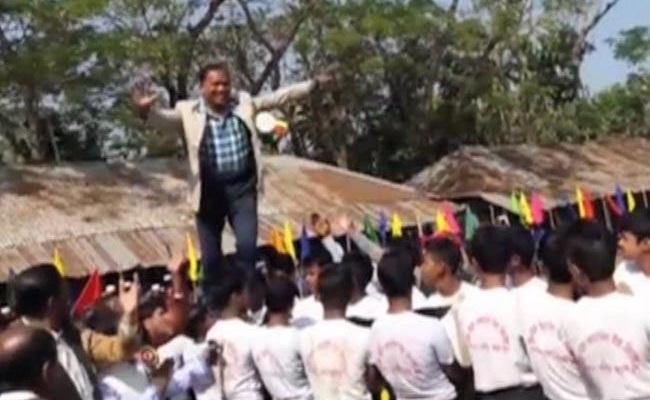 বরখাস্ত হচ্ছেন শিক্ষার্থীদের পিঠ পাড়ানো উপজেলা চেয়ারম্যান